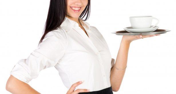 mlada konobarica